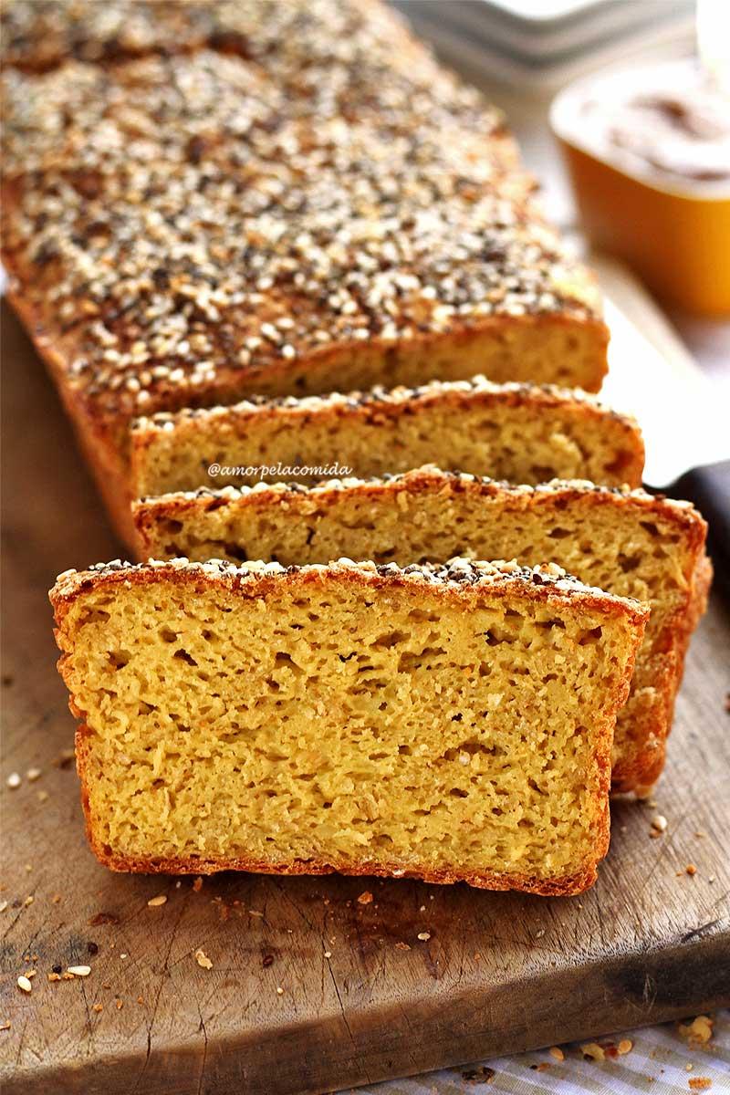 Pão de inhame fit com chia e farinha de arroz feito no liquidificador sem glúten e sem lactose