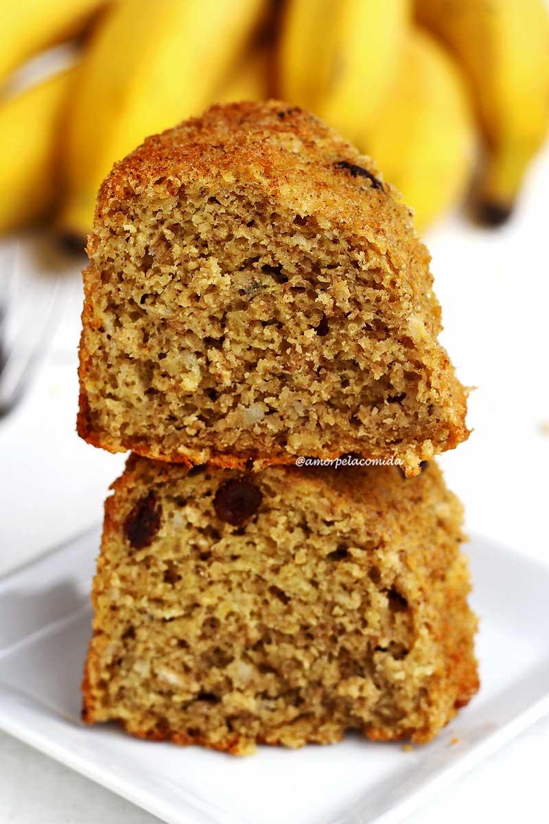 Bolo de banana com aveia integral fit feito apenas com 1 garfo, é perfeito pra dieta!